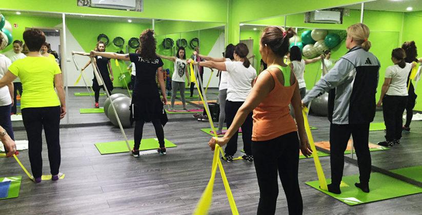 una seduta di allenamento di aerobica da il paladino palestre