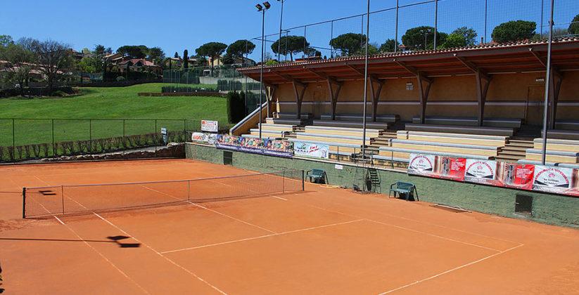 Colle Diana ASD a Sutri. Centro sportivo a Sutri con campi polivalenti da tennis e calcetto di ultima generazione, anche al coperto.