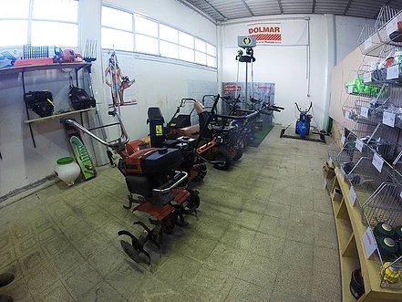 oltre alla rivendità working motors offre anche il servizio di assistenza per mezzi agricoli