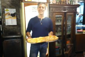 La Pizza su due piatti, oggi esportata in tutto il mondo, forse non tutti sanno che è nata a Viterbo, era il 1988.