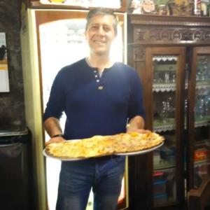 La Pizza su due piatti, oggi esportata in…