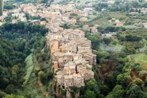 CORCHIANO : alla scoperta delle forre, le grotte e il santuario sulla via Amerina